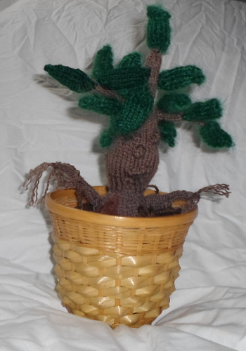 Knitted mandrake, a pattern by Phoenixknits.